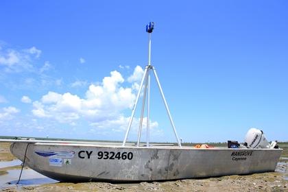 Scanner Lidar sur bateau Mangrove © C. Proisy IRD UMR Amap
